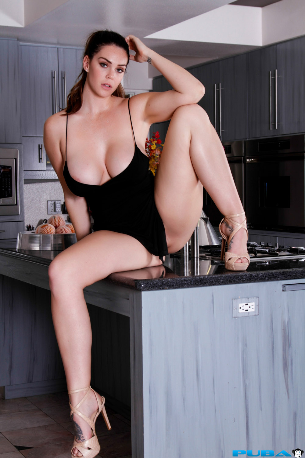 the naked kitchen photo