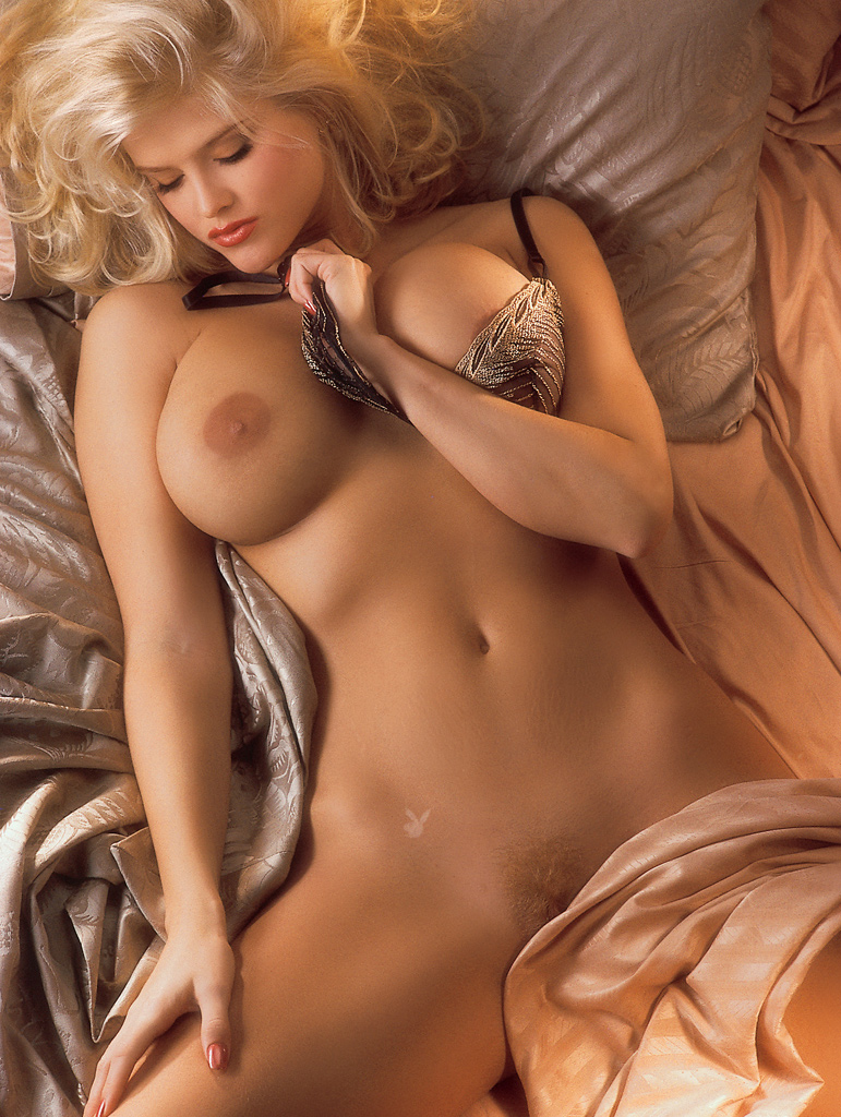 Anna nicole smith boobs naked