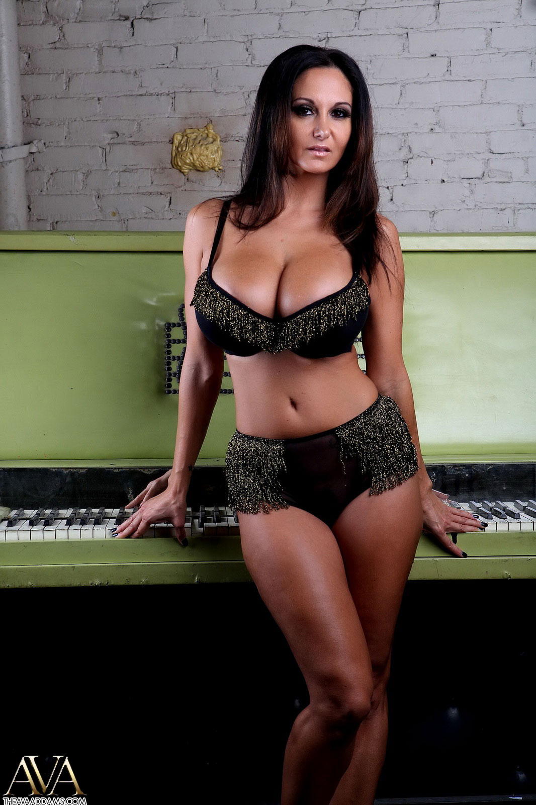 image Piano lesson for busty plump milf