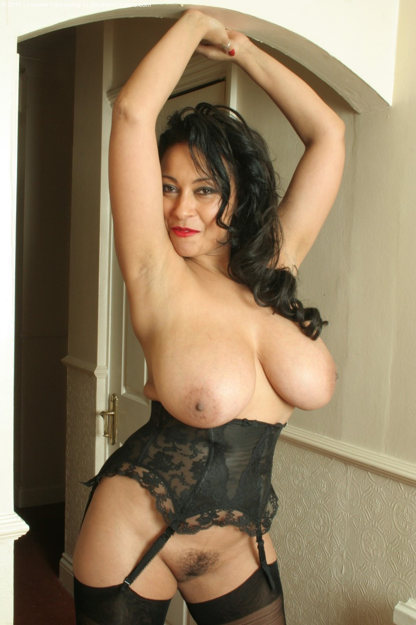Hot black milf naked