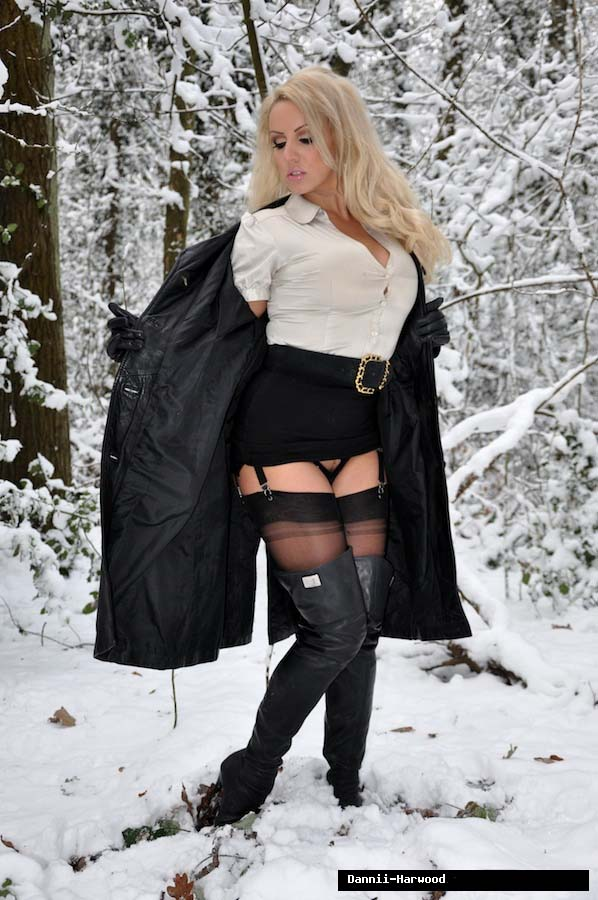Blonde the naked girls snow in