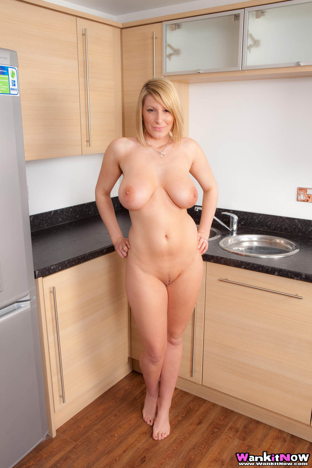 women Amateur in the mature kitchen nude