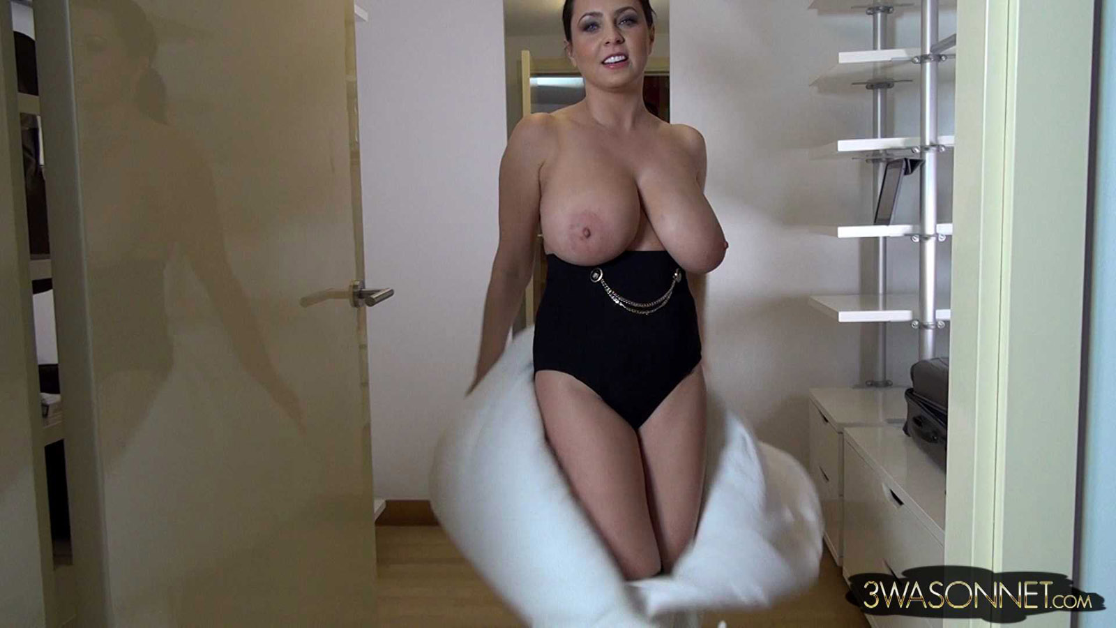 Tattooed Big Tits Webcam