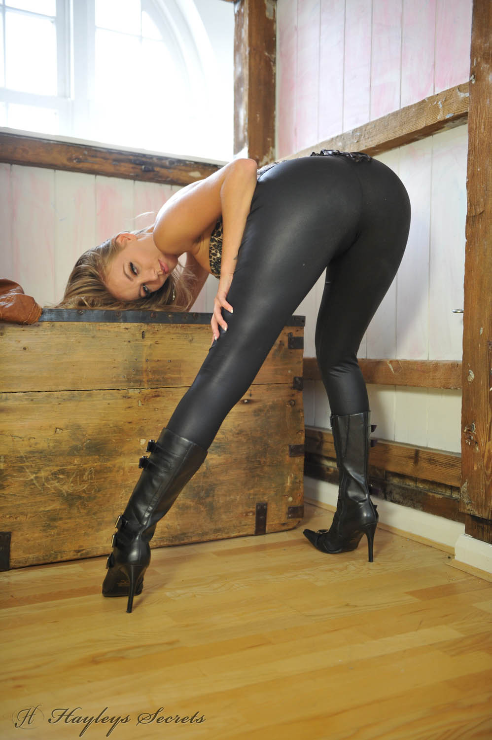 Sex pictures gallerie leatherpants