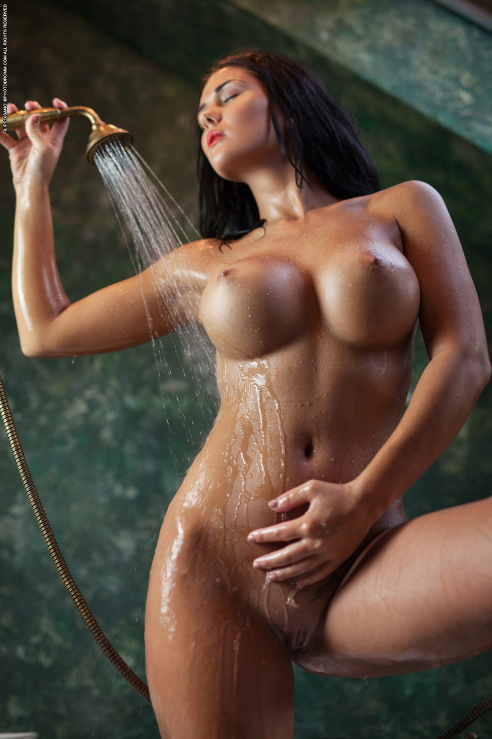 Body Babes nude wet