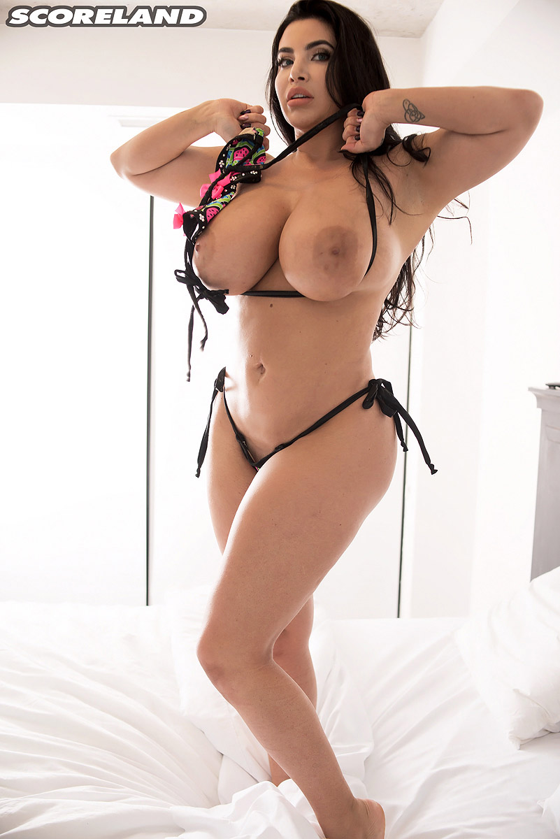 Bouncy boobs in bikinis excellent porn