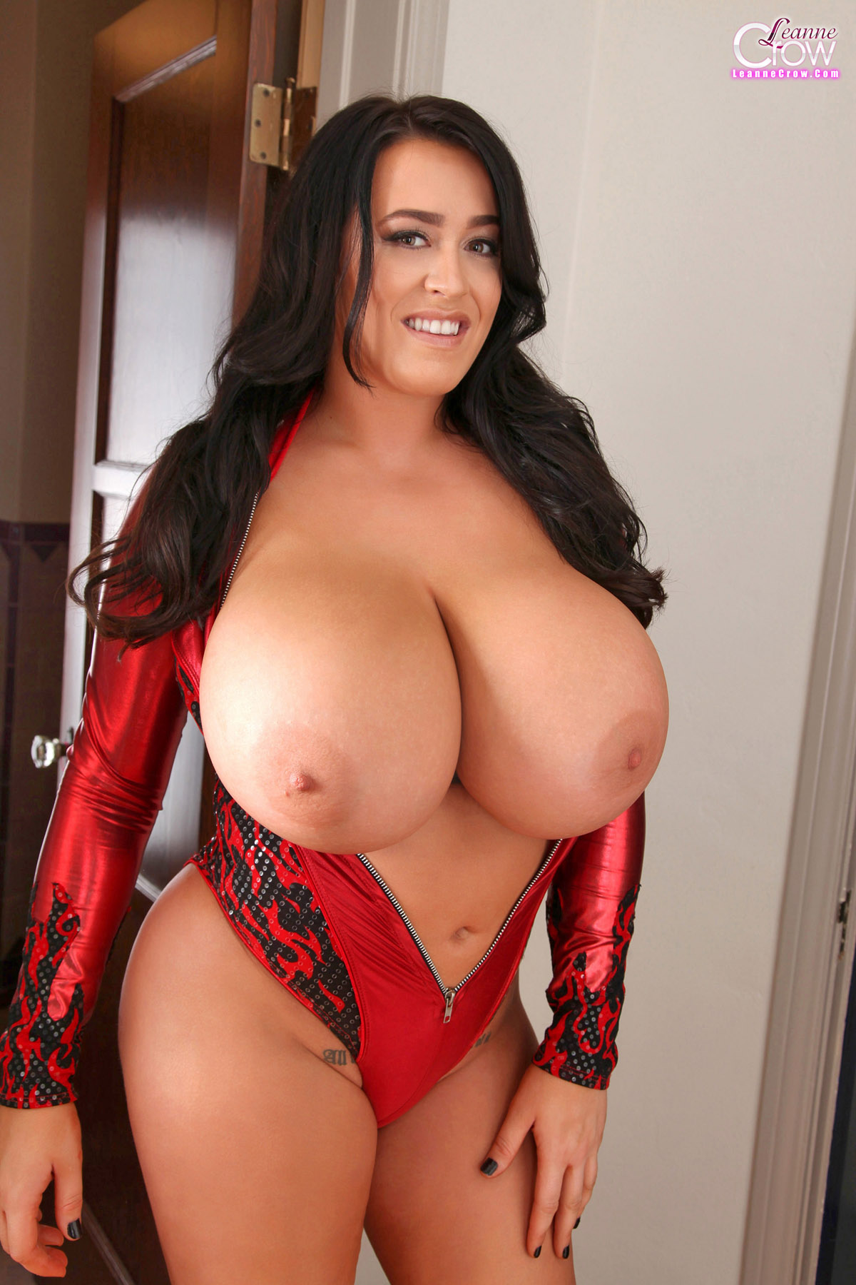 leanne crow pops her top