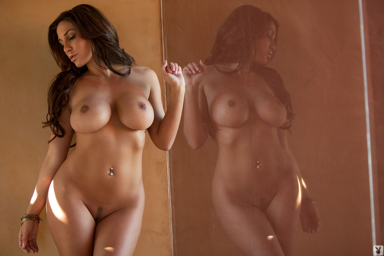 Sexy naked curvy women