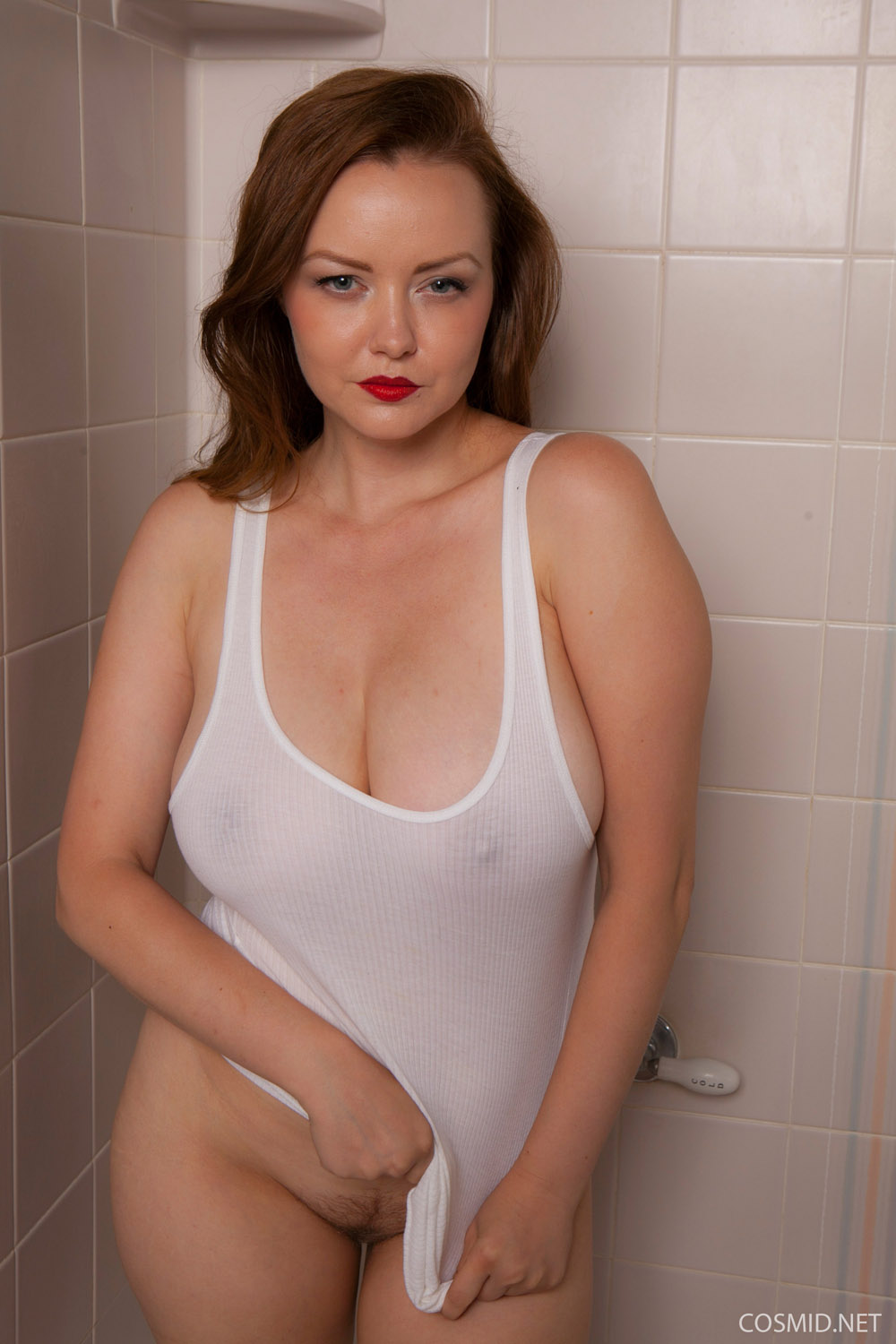Can Thick naked girls shower