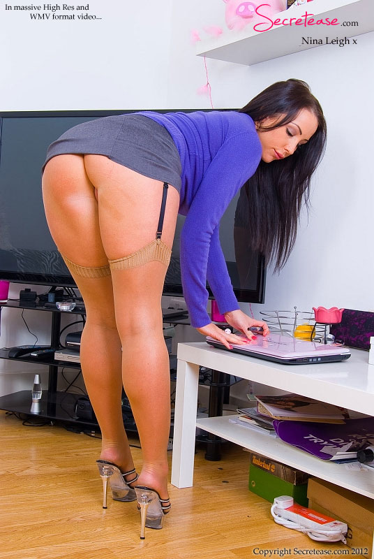 office-girls-ass-naked-girls-wearing-yoga-pants-spreading-legs-nude