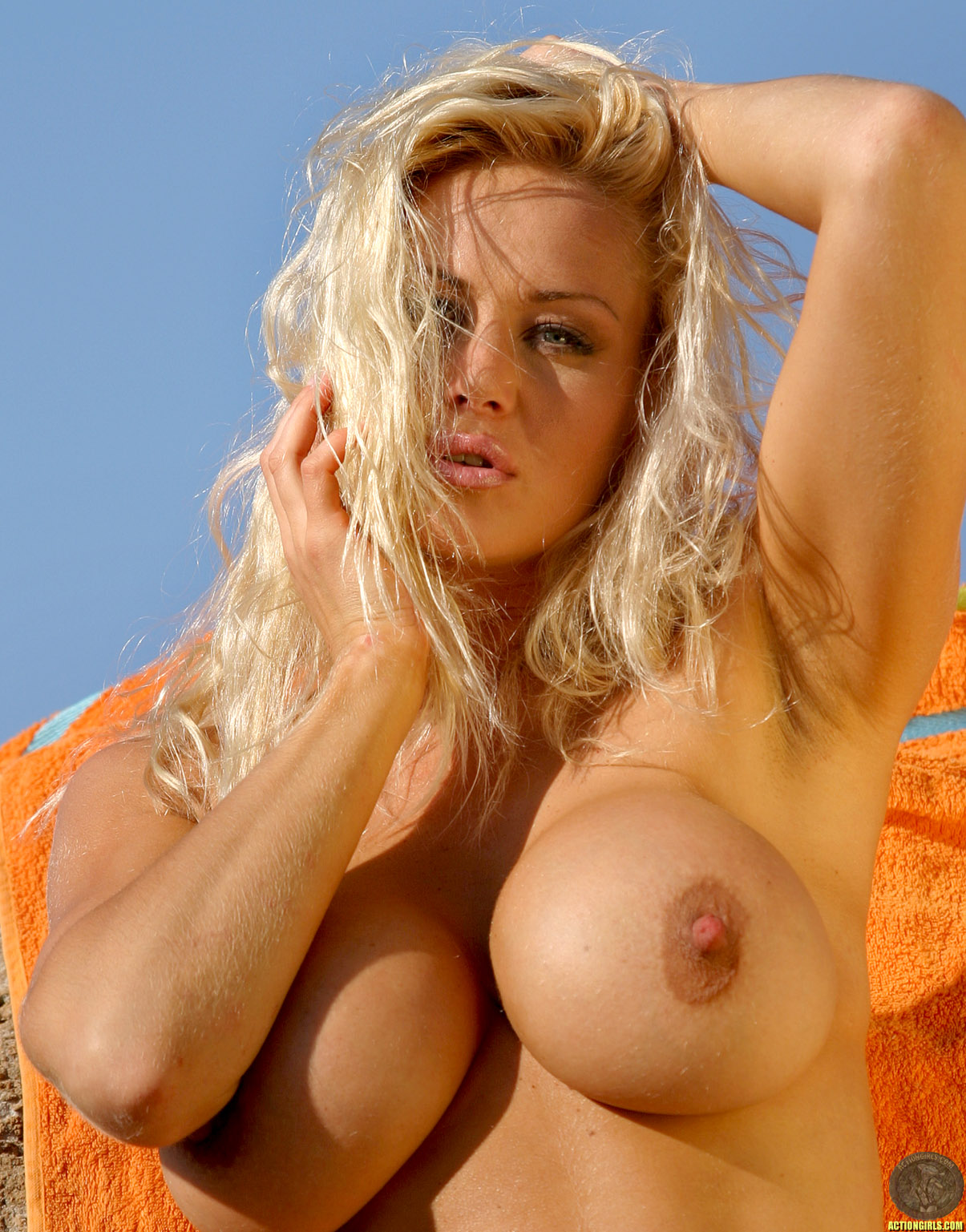 Right! action girl sasha blonde nude