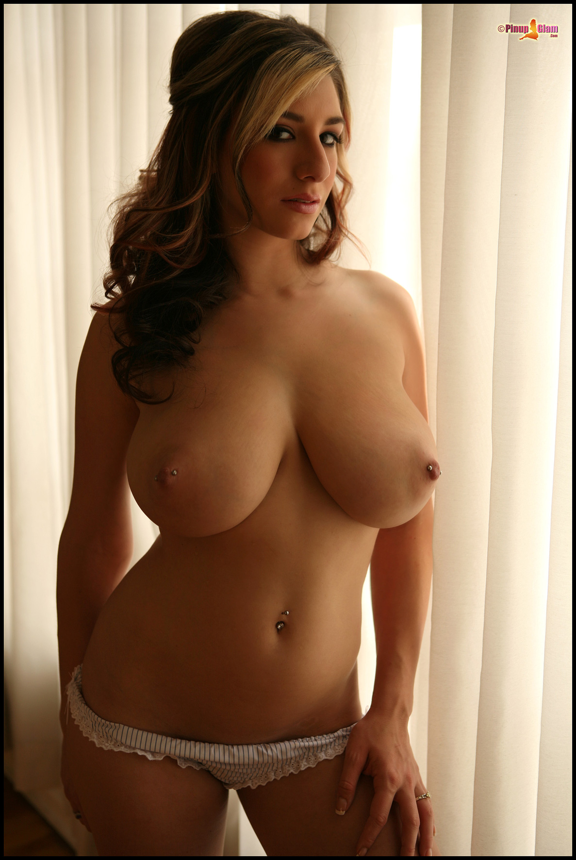 Love damn naked very busty natural girl