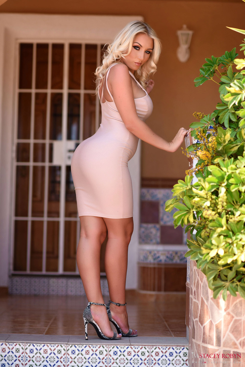 Was Thick girls tight skirt ass naked