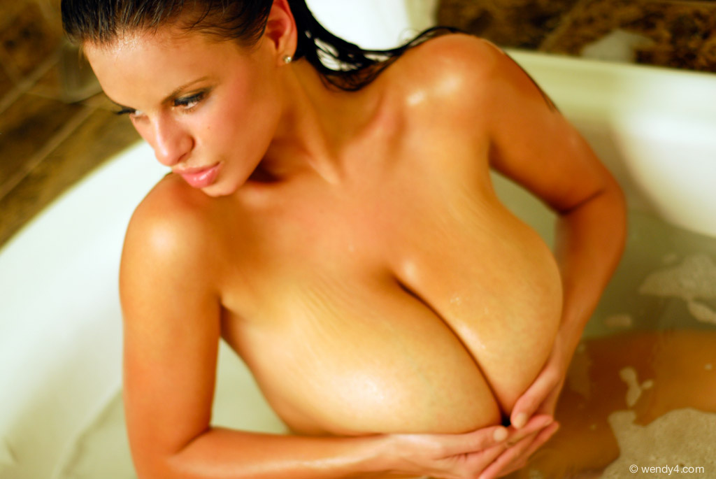 FoxHQ - Wendy Fiore Bubble Bath