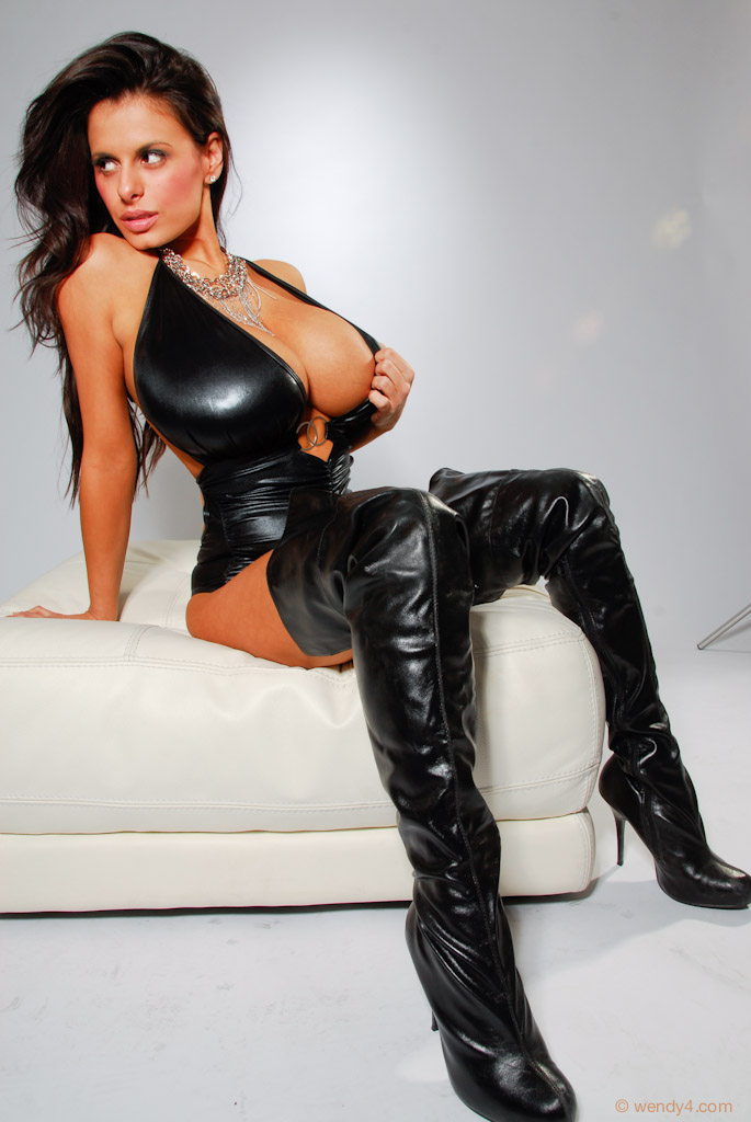 Beautiful mistress lucy lee becomes a slave 3